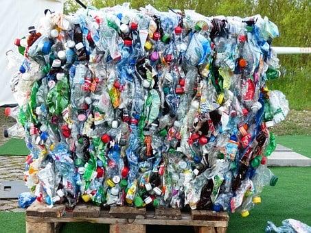 Muovituotteissa ovat omat kierrätysmerkinnät.