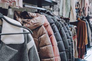 Vaatteet Helsingin kierrätyskeskuksessa